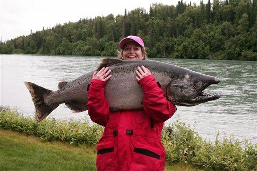 Lisa-Murkowski-with-salmon